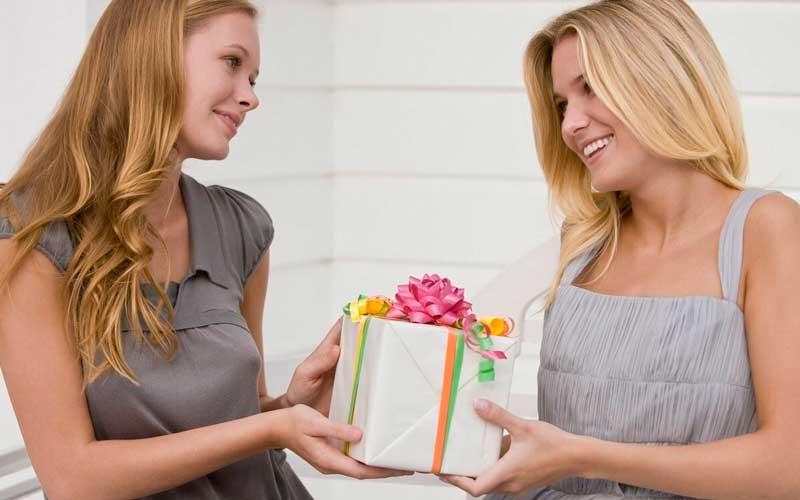 Что можно подарить на др подруге