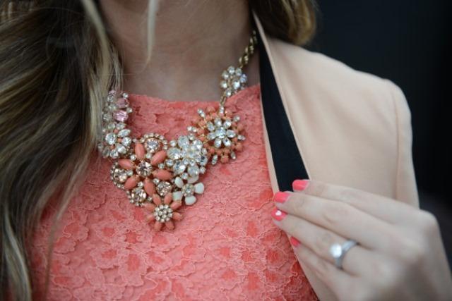 Бижутерия под персиковое платье