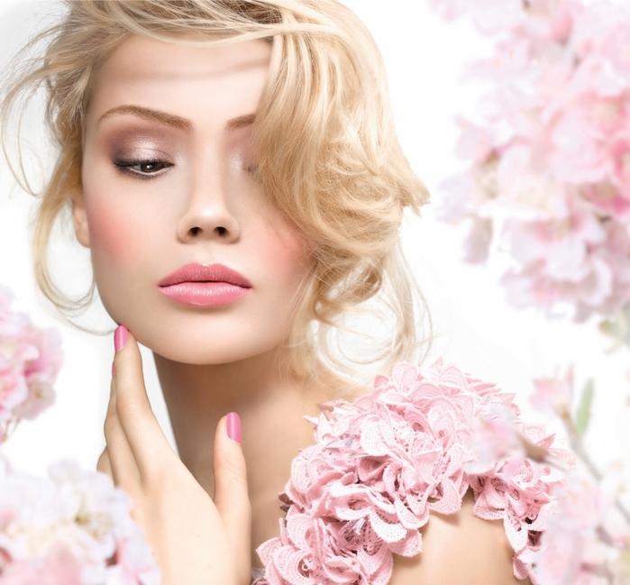 Ухоженная красивая девушка на массаже — photo 1